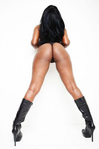 Slim Curvy Ebony Seductress